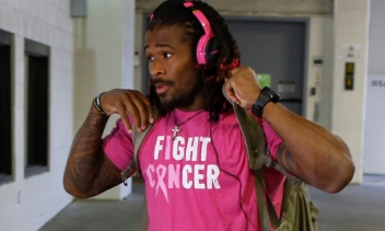 Pittsburgh Steelers running back DeAngelo Williams arrives for an NFL football game against the Baltimore Ravens, Thursday, Oct. 1, 2015 in Pittsburgh. (AP Photo/Keith Srakocic) ORG XMIT: PAKS